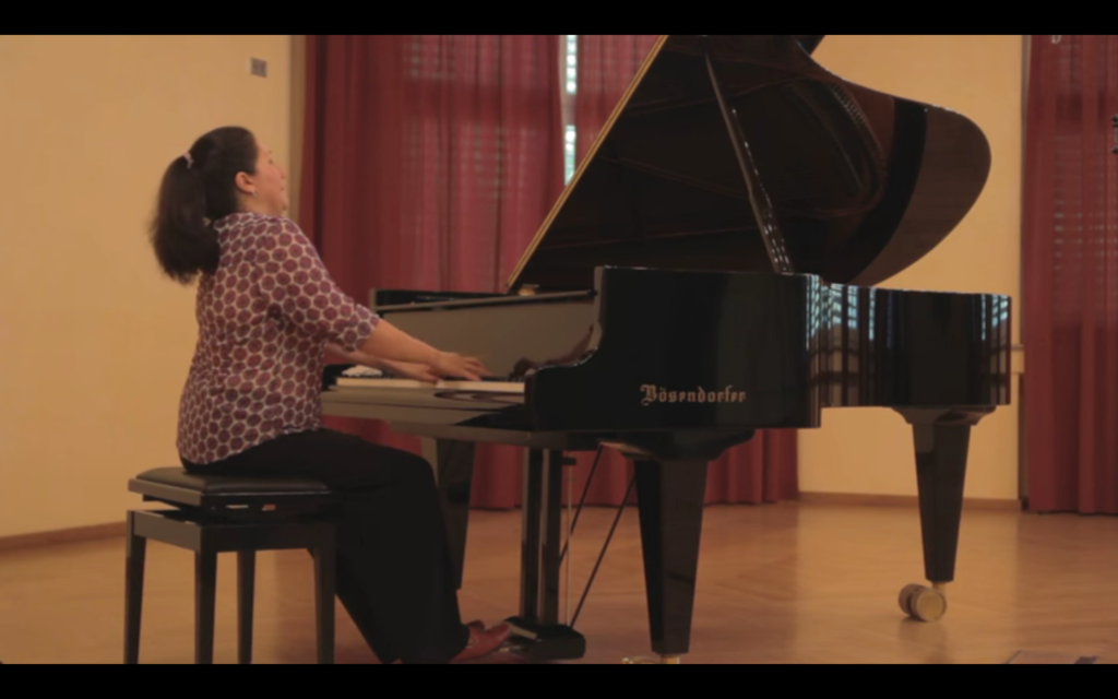 Amangul Klavier Video